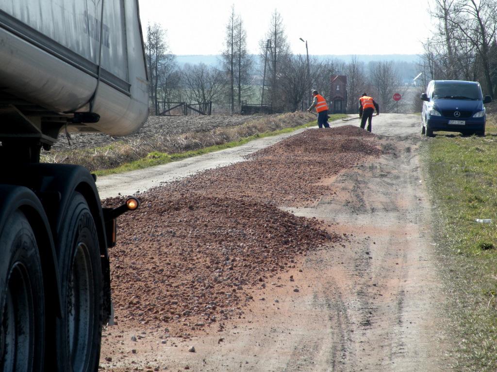 Wiosenne naprawy dróg po zimie.jpeg