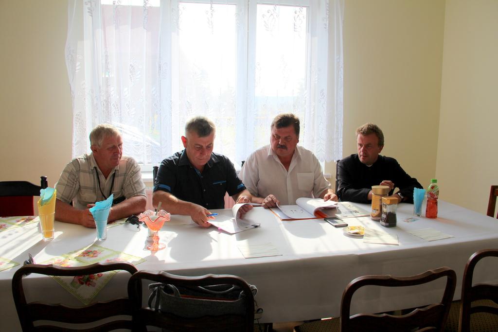 Umowa z wykonawcą placów zabaw i siłowni zewnętrznej podpisana 2.jpeg