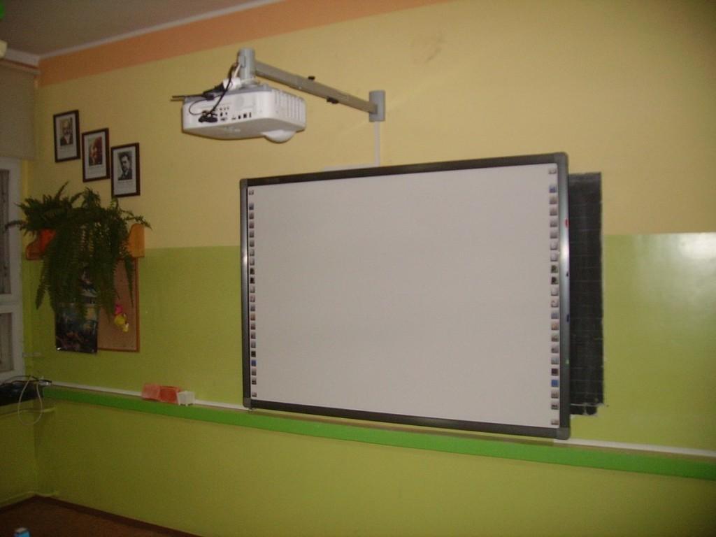 zestaw-tablica-interaktywna-z-projektorem-1030x773.jpeg