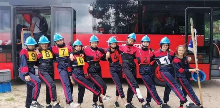 Reprezentacja Młodzieżowej Drużyny Pożarniczej z Rozprzy po raz kolejny broni tytułu mistrza.