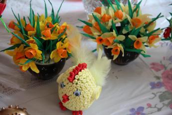Galeria KGW z Rozprzy w trakcie przygotowań do Powiatowego Przeglądu Stołów i Palm Wielkanocnych