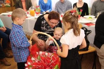 """Galeria Najmłodsza grupa dzieci """"Kubusie"""" z Przedszkola w Niechcicach obchodziła swoje wielkie święto."""