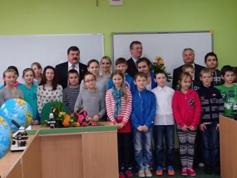 Galeria W Szkole Podstawowej w Nowej Wsi utworzono szkolną pracownię na potrzeby edukacji przyrodniczej