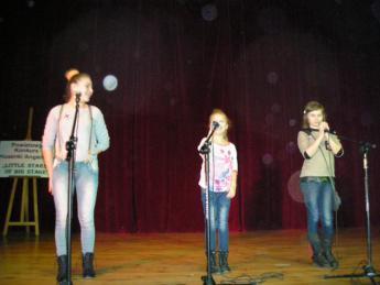 Galeria Uczniowie Szkoły Podstawowej w Nowej Wsi na Powiatowym Konkursie Piosenki Angielskiej