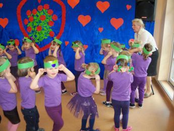 Galeria 14 lutego w Przedszkolu w Rozprzy świętowano z seniorami.