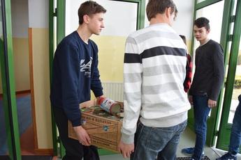 Galeria zbiórka karmy - gimnazjum Rozprza 2017