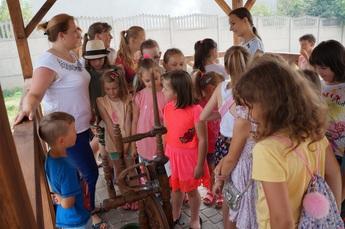 Galeria Biblioteka w Rozprzy zaprosiła dzieci na wakacyjne zajęcia