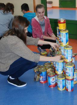 Galeria Gimnazjaliści z Rozprzy pomagają bezdomnym zwierzętom