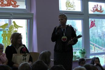 Galeria Grupa Pszczółek przygotowała uroczystą akademię z okazji Dnia Edukacji Narodowej w Przedszkolu w Rozprzy