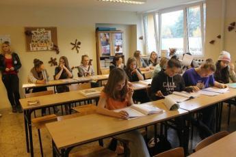 Galeria Uczniowie gimnazjum Zespołu Szkolno-Gimnazjalnego w Niechcicach uczestniczyli w Festiwalu Smaków w ZSP nr 4 w Bełchatowie