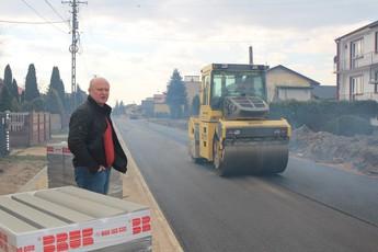 Galeria Ruszył remont dróg w gminie Rozprza