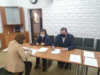 Galeria Wójt Gminy Rozprza podpisuje pierwsze umowy z mieszkańcami na wymianę źródeł ciepła