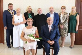 """Galeria Jubileusz 50-lecia pożycia małżeńskiego, czyli """"Złote Gody"""" w Gminie Rozprza."""