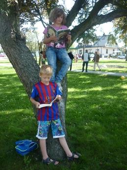 Galeria Wspólnie czytali w Parku w Rozprzy