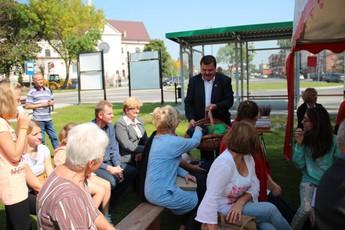 """Galeria III Edycja Ogólnopolskiej Akcji """"Narodowe Czytanie"""" w Parku w Rozprzy"""